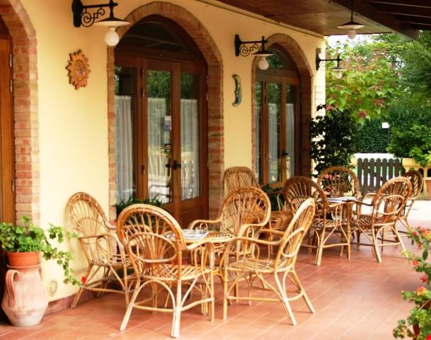 20130402061853Terras Voor Restaurant