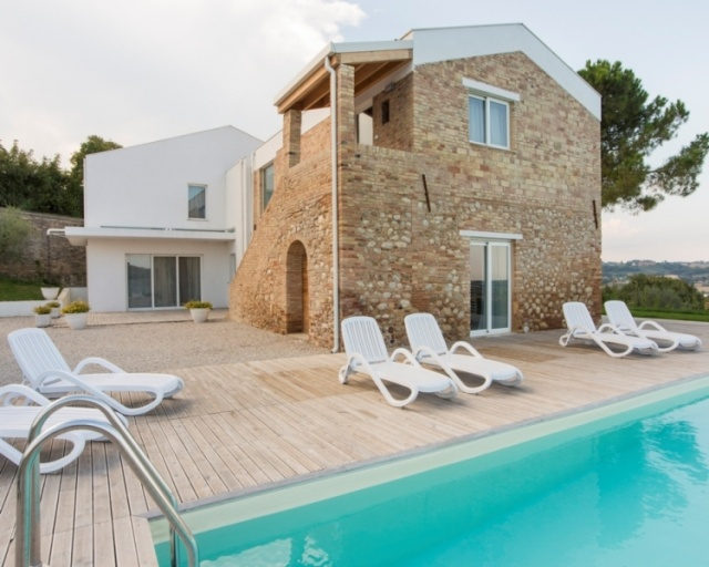 Luxe woning in moderne villa met zwembad in abruzzo for Luxe villa met zwembad