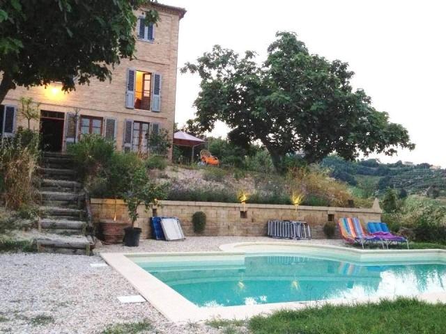 20180113040317Grote Vrijstaande Woning Voor 12p Met Zwembad In Le Marche 2e
