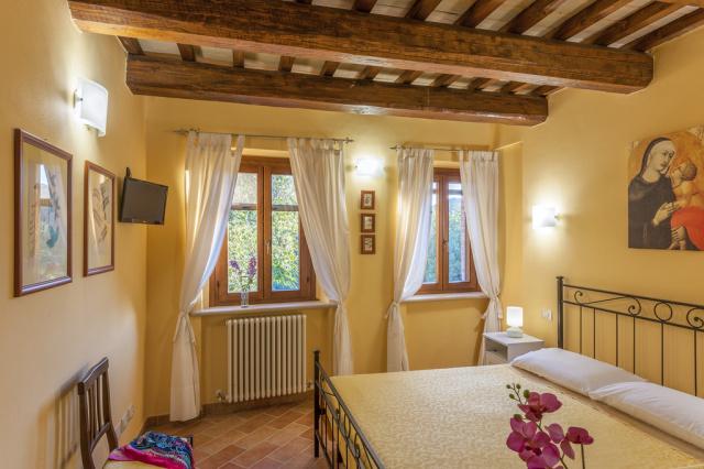20190605121827Noord Le Marche Urbino Villa LMV2310A Slaapkamer