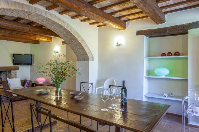 Fermignano Le Marche Luxe Villa Zwembad Eetkamer 1