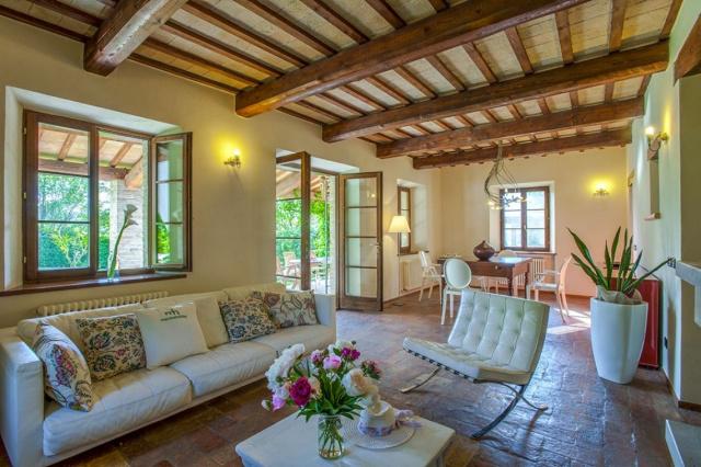 Fermignano Le Marche Luxe Villa Zwembad Salon 1
