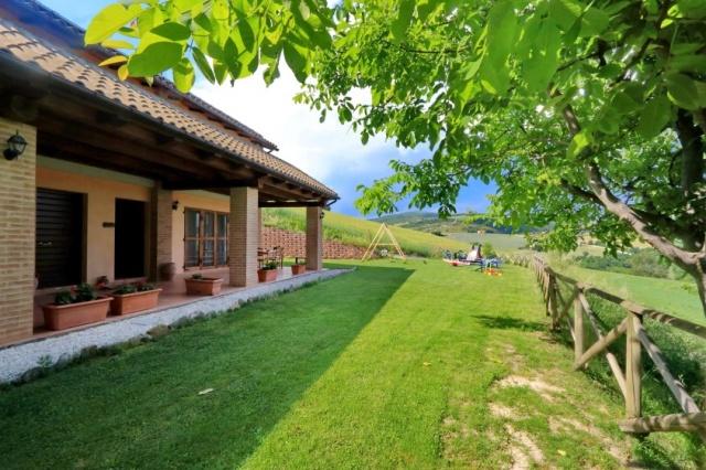 Grote uit 2 gebouwen bestaande villa voor max 29 personen for Grote villa