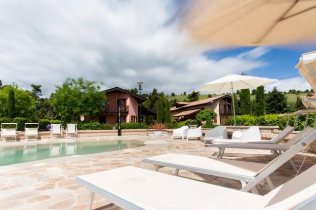 Le Marche San Severino Luxe Villa Park Zwembad 1