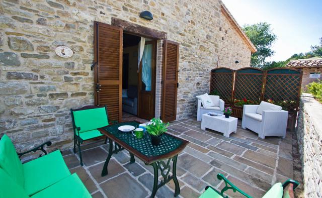 Noord Le Marche Urbino Villa LMV2310A Terras3