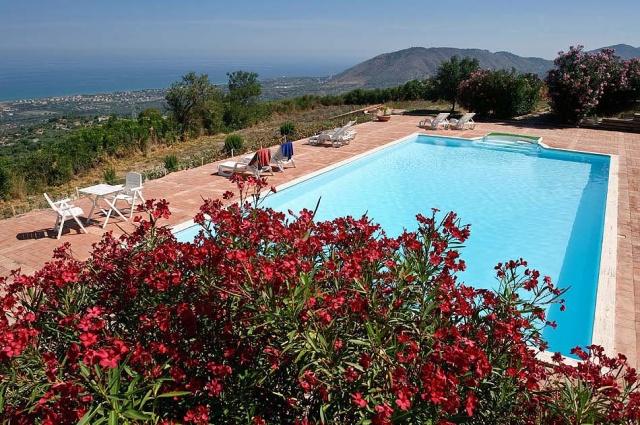 Noord Sicilie Vakantie Appartementen Met Zeezicht En Groot Zwembad 3