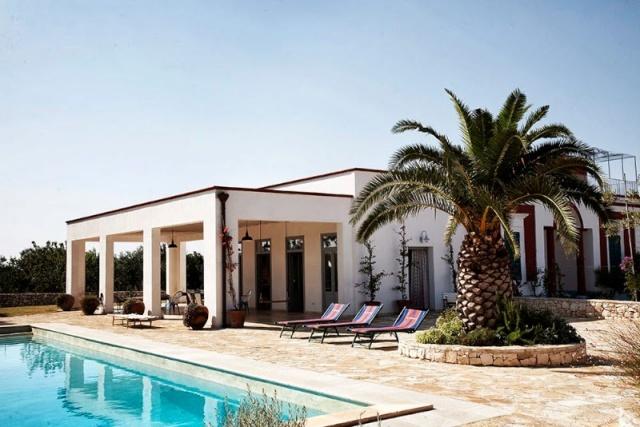 Grote villa met trullo in puglia for Grote villa