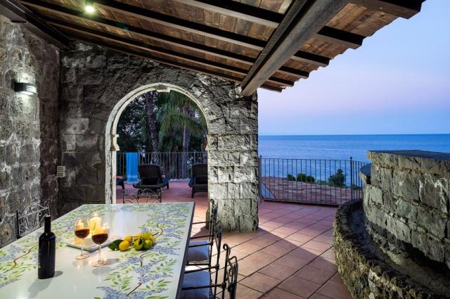 Sicilie Acireale Villa Zee Zwembad Buitenkeuken 12g