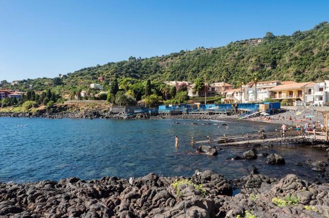 Sicilie Acireale Villa Zee Zwembad Buitenkeuken 12k