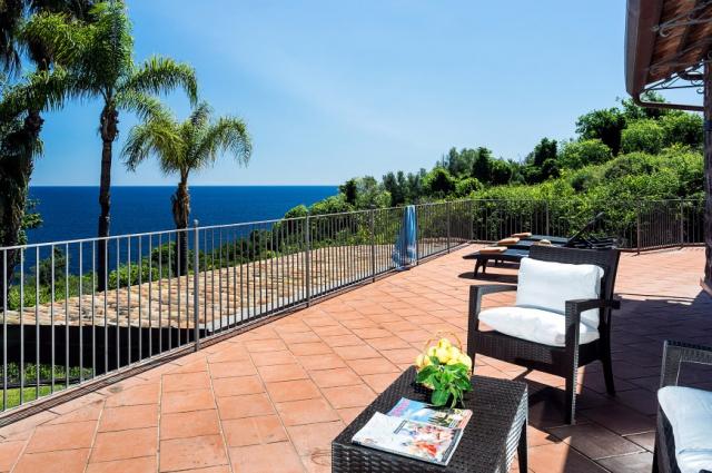Sicilie Acireale Villa Zee Zwembad Buitenkeuken 6