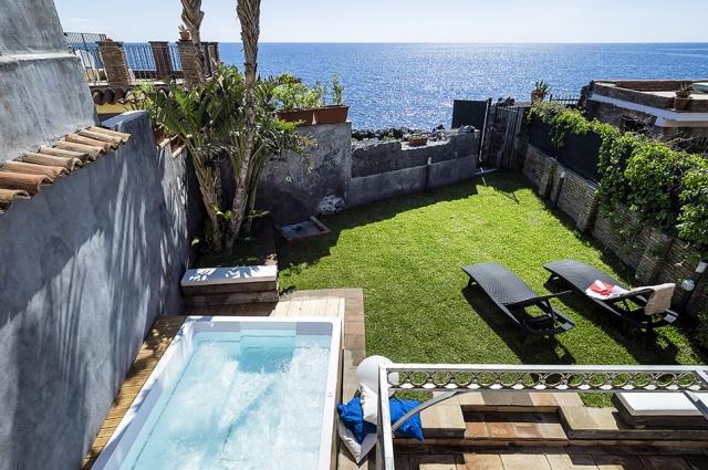 Sicilie Catania Vakantie Villa Met Jacuzzi Direct Aan Zee 1
