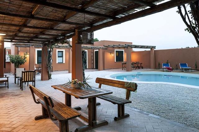 Sicilie marsala luxe vakantievilla - Zwembad met strand ...