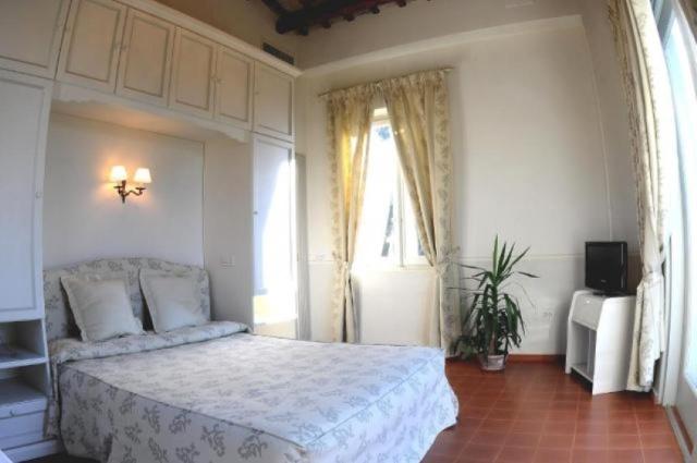 Statig Landhuis Met Appartementen Vlakbij Zee Pesaro 14a