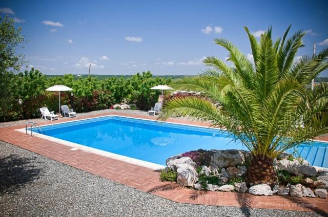 Trullo Op Klein Complex Met Zwembad Puglia 12