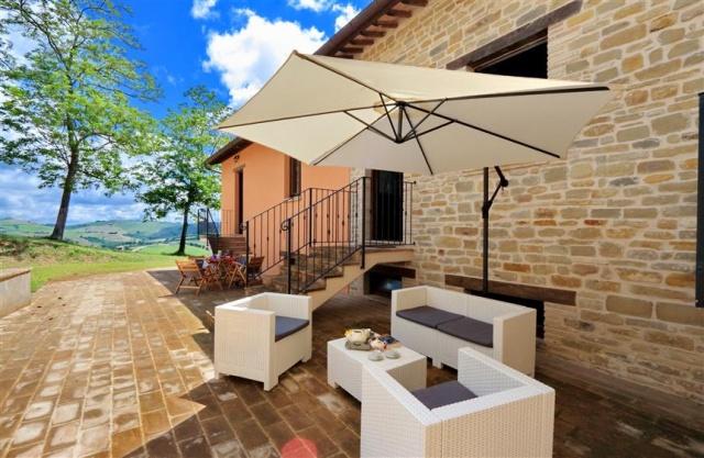 Villa Met 3 Appartementen Le Marche 6
