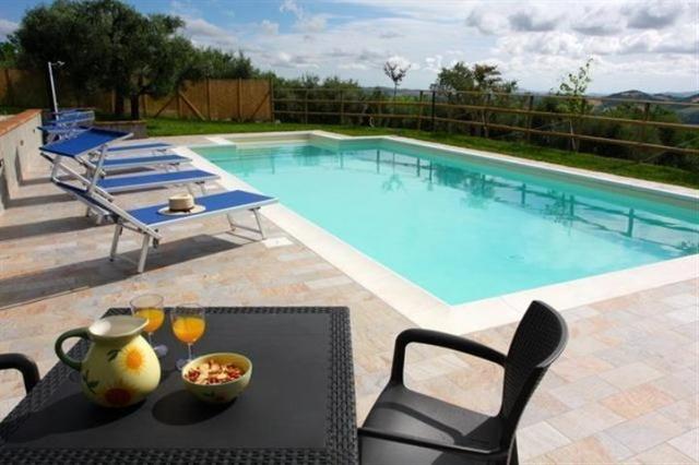 Vrijsstaand Huisje Voor 4p En Zwembad Le Marche 4a