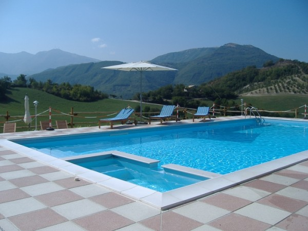Zwembad Agriturismo Le Marche 14
