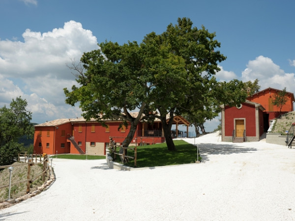 Zwembad Agriturismo Le Marche 8