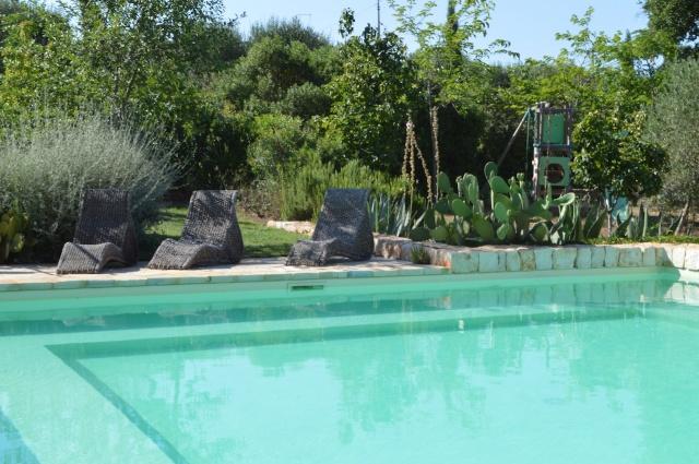 Complex Met Trullo En Lamie En Gedeeld Zwembad Itria Vallei Zuid Italie Puglia 2