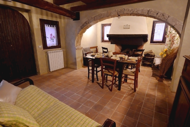 Luxe Woning Met Ligbad En Open Haard Abruzzo 4