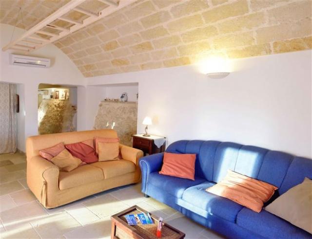 Trullo Op Vakantieparkje Puglia 1