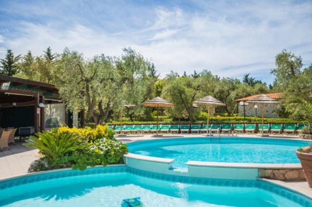 Vieste Kindvriendelijk Vakantiepark Met Zwembad Vlakbij De Kust 2