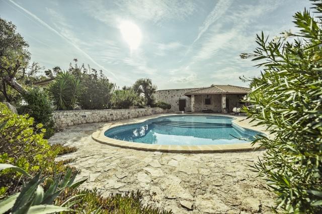 Villa En Trulli Ostuni Met Groot Zwembad 1