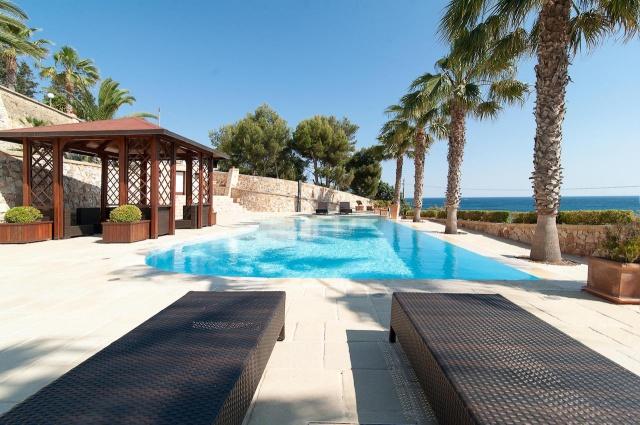 Villa Met Zwembad En Zeezicht Puglia 1