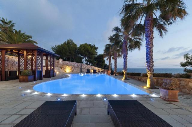 Villa Met Zwembad En Zeezicht Puglia 27