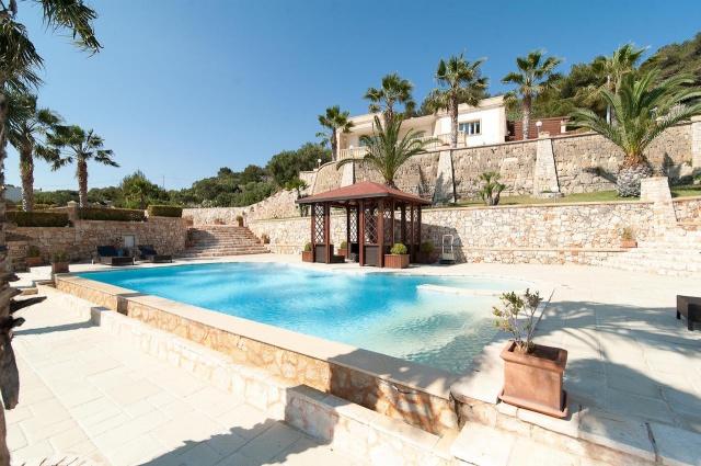 Villa Met Zwembad En Zeezicht Puglia 8