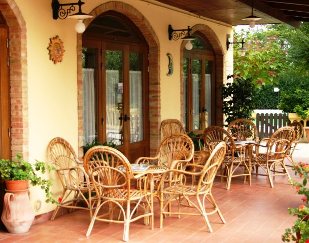 20130402071330Terras Voor Restaurant