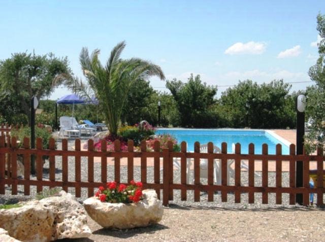20131023084302Trulli Met Zwembad In Puglia 54