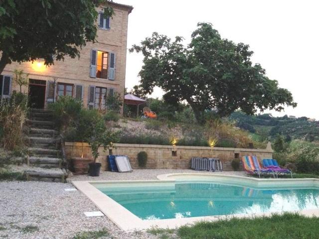 20140422031809Grote Vrijstaande Woning Voor 12p Met Zwembad In Le Marche 2e