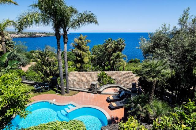 20190313030619Sicilie Acireale Villa Zee Zwembad Buitenkeuken 1