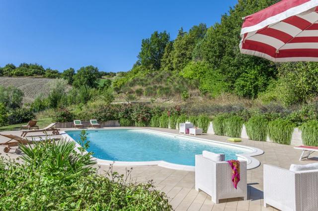 20190605121724Noord Le Marche Urbino Villa Zwembad 2a
