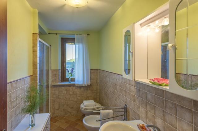 20190605123347Noord Le Marche Urbino Villa LMV2310B Badkamer