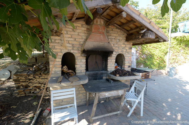Abruzzo Agriturismo Met Zwembad Pizzaoven
