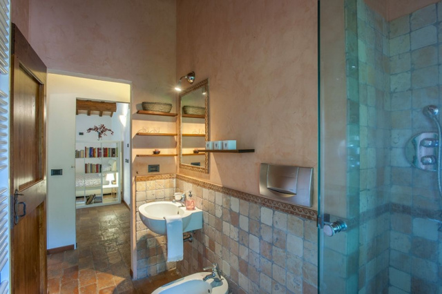 Fermignano Le Marche Luxe Villa Zwembad Badkamer 1