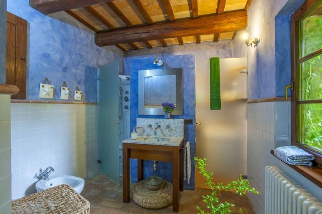 Fermignano Le Marche Luxe Villa Zwembad Badkamer 3