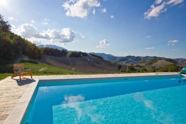 Grote Villa Met Zwembad In Le Marche 1a