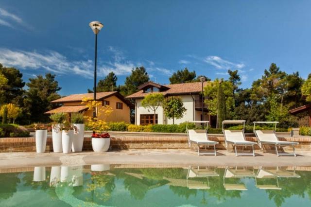 Le Marche San Severino Luxe Villa Park Zwembad 4c