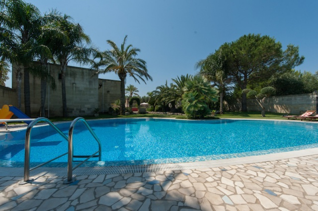 Lecce Masseria Met Zwembad 4