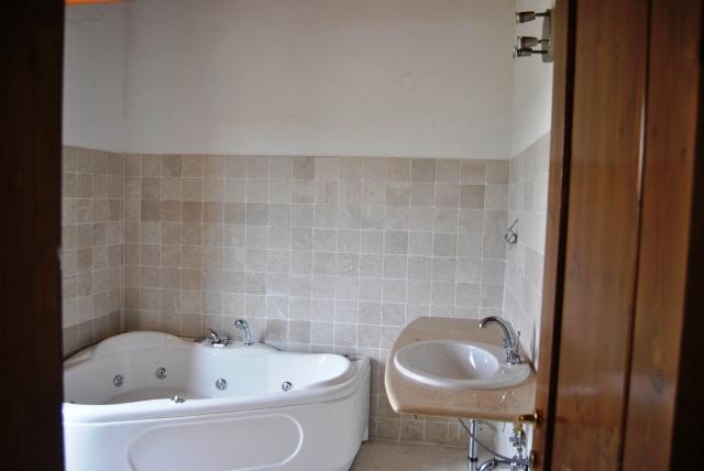 Luxe Appartementen Met Zeer Groot Zwembad In Le Marche 34 Bagno Principale Jacuzzi 2 Posti