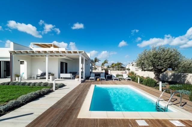 Moderne Villa Aan Strand Puglia 1e