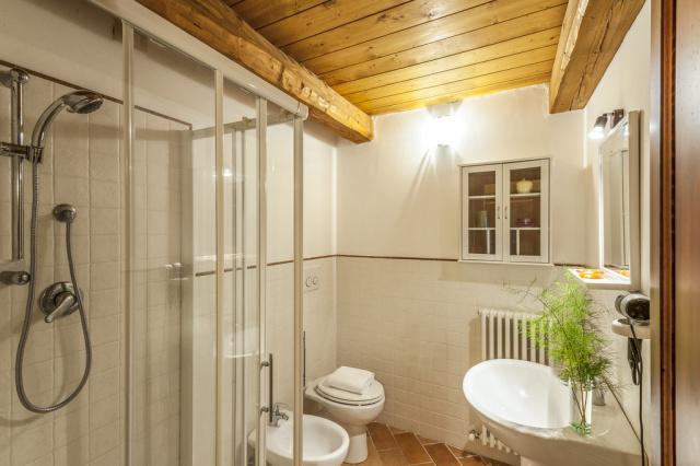 Noord Le Marche Urbino Villa LMV2310A Badkamer1