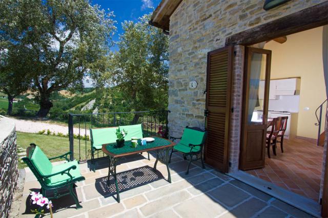 Noord Le Marche Urbino Villa LMV2310A Terras1