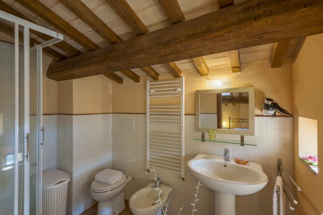 Noord Le Marche Urbino Villa LMV2310B Badkamer2