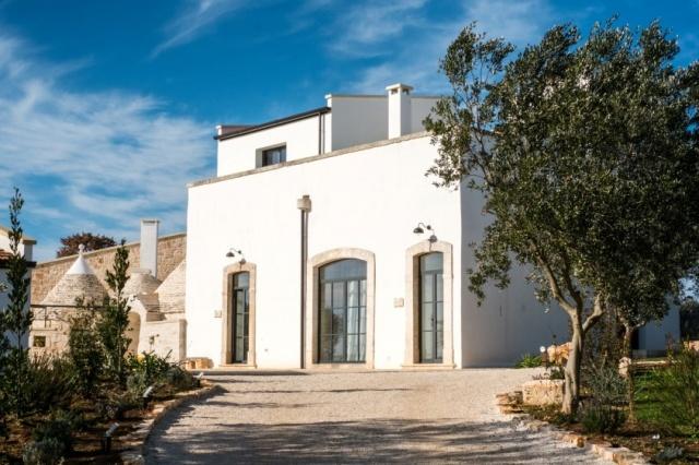 Puglia Alberobello Klein Trulli Complex 12