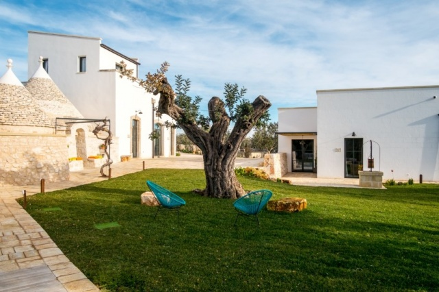 Puglia Alberobello Klein Trulli Complex 9