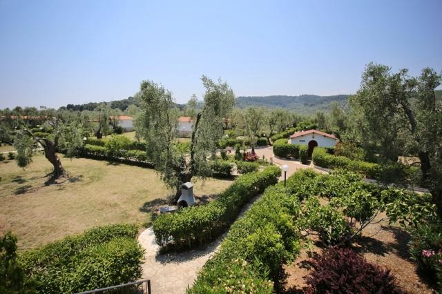 Puglia Gargano Vakantie Park Met Zwembad En Restaurant 1